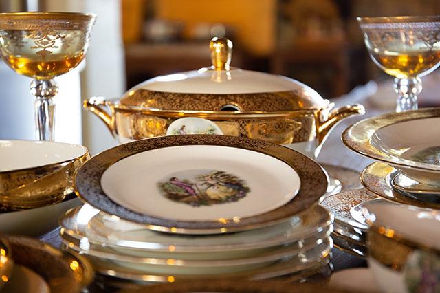 Laura at Adobe Stock – royal styled dinnerware, stemware, and serving dish